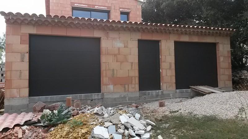 Portes de garages battantes sectionnelles lat rales for Porte de garage basculante en aluminium
