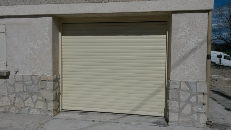 R novation d 39 une villa en menuiseries aluminium roaix en for Fabricant de porte de garage au portugal